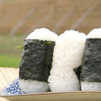 お天気が良い日は外で食べる「おにぎり」が最高!