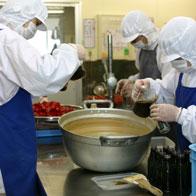 おたまはんは、衛生管理の行き届いた工場で、まごころ込めて手作りされています。