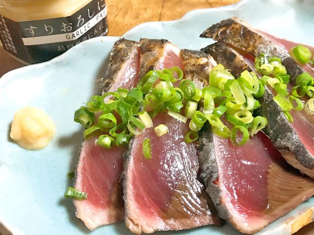 すりおろしにんにくを醤油と合わせてお好みのお魚で漬け丼はいかがでしょうか?。もちろん定番のカツオのたたきにも。