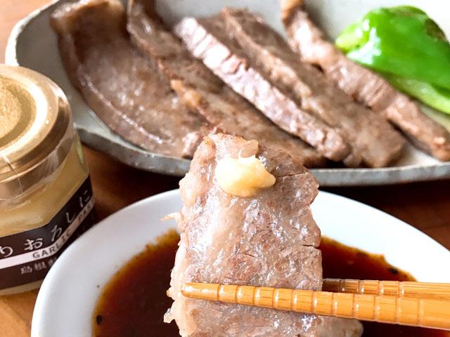 焼き肉には焼き肉のたれとすりおろしにんにくで!