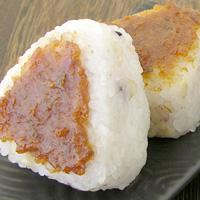おにぎりの表面に味噌を塗って焼いて食べる「焼きおにぎり」最高です!